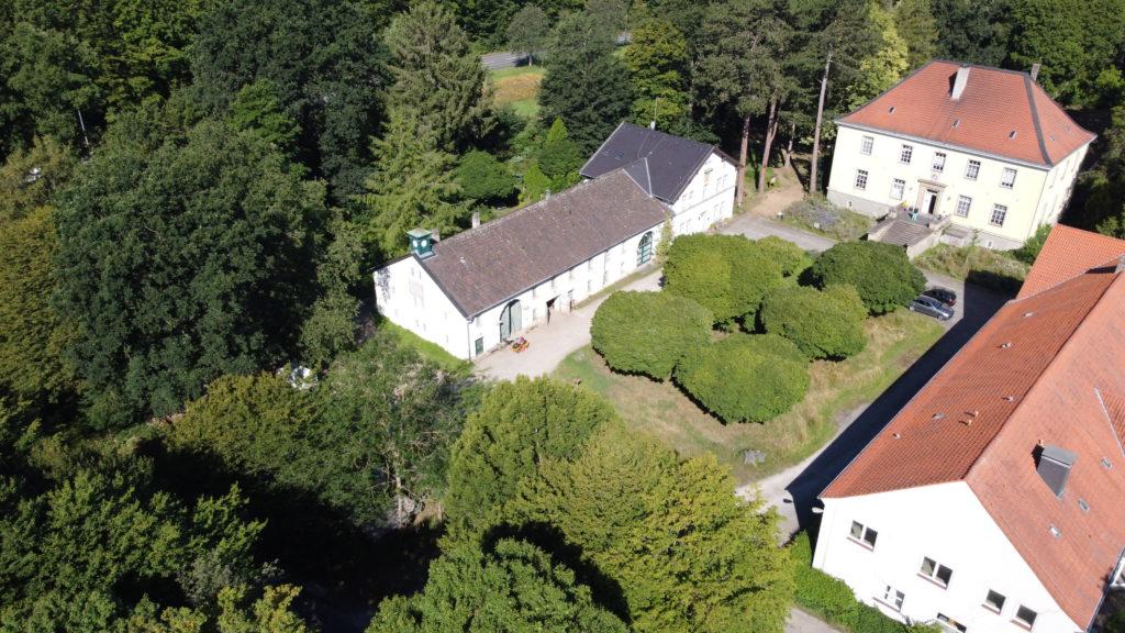 v.l.n.r. Gebäude der Biologischen Station Hagen, Haus Busch, ehem. Journalistenzentrum